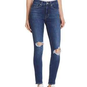 Bloggers Favorite Levi's with holes